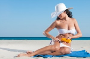 picture of woman applying sun lotion