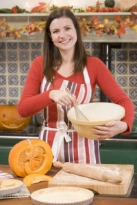 picture of woman baking a pumpkin pie