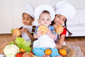 picture of kids eating healthy