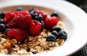picture of berries and oats breakfast