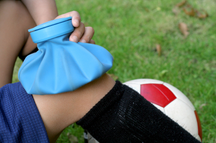 When to Choose Heat or Ice in a Sports Injury