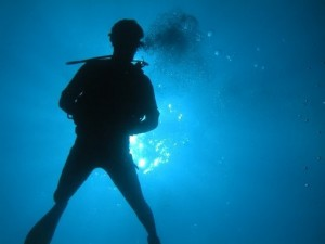 picture of scuba-diver-descent