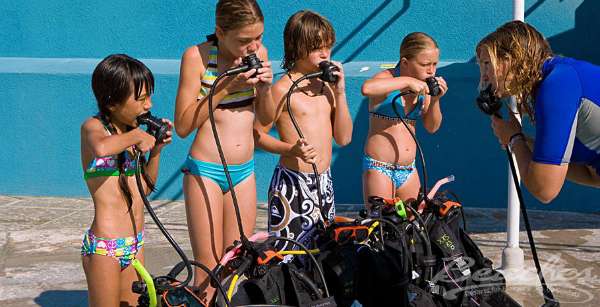 kids getting ready to scuba dive