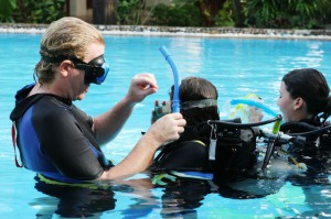 Instructor working with children in a swimming pool.
